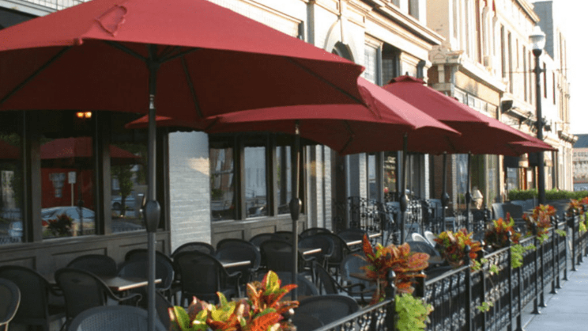 EXPERIENCE A RELAXED AMBIENCE & VIBRANT OUTDOOR DINING